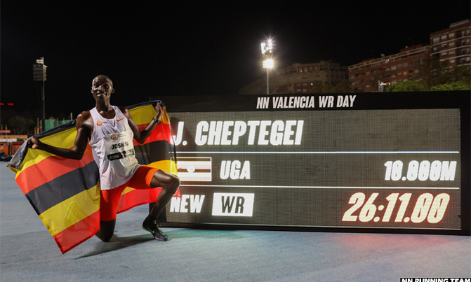 New World Record! Cheptegei Breaks 10,000m 15 year World Record