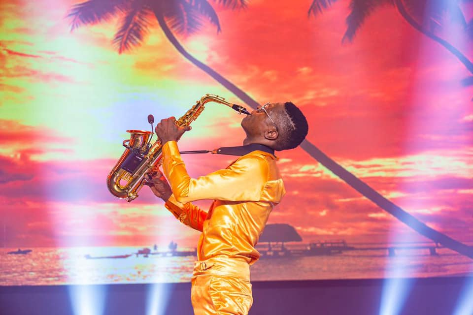 Richest musicians in Uganda 2021 -Chameleone Skillfully performs Bobi's Kyarenga, leaves everyone smiling